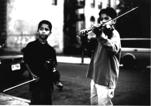 http://www.cineclub.de/images/2000/music_of_my_heart_4.jpg