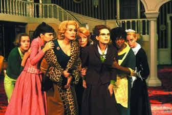8 Frauen - Krimikomödie von Francois Ozon