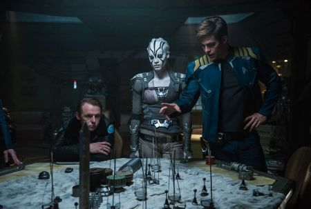 Star Trek Beyond (mit Chris Pine und Anton Yelchin)