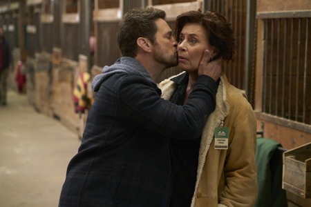 Private Eyes (mit Jason Priestley und Cindy Sampson)